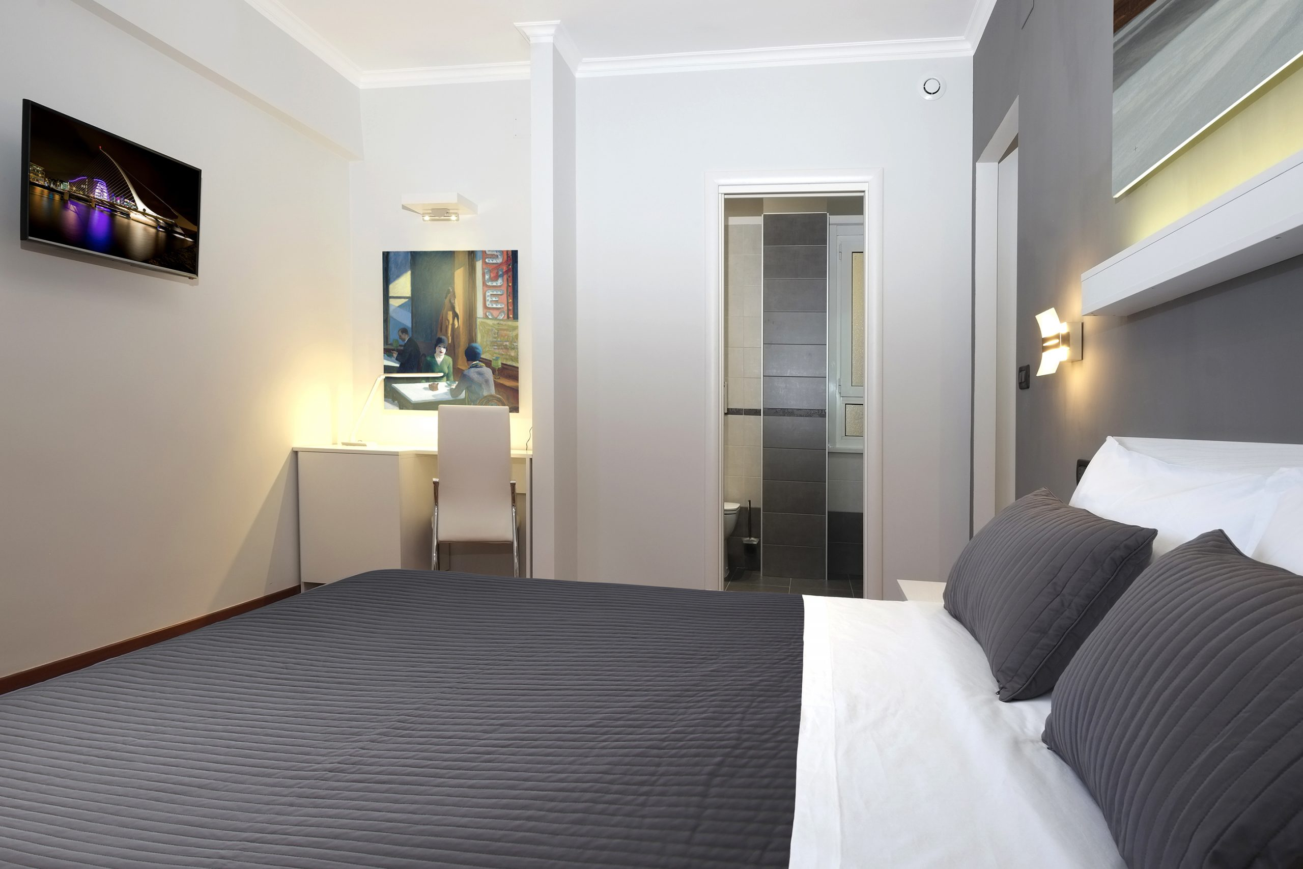 J24 B&B - bed & breakfast roma eur - Hopper - camera matrimoniale con bagno privato